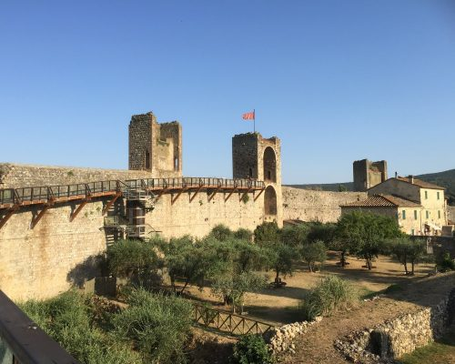 What to see in Monteriggioni: the village of Assassin's Creed